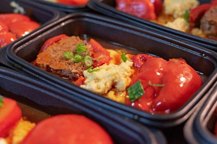 Piment farci au bœuf, polenta et sauce tomate